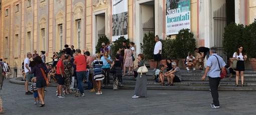 Poche persone alla manifestazione 'No green pass' in piazza De Ferrari (FOTO)