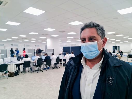 """Vaccini, Toti: """"Oltre 7mila dosi somministrate nelle open night questa settimana"""""""