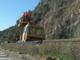 Treni bloccati per un guasto ai cavi elettrici della linea ferroviaria. I tecnici stanno intervenendo
