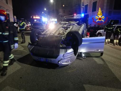 Incidente stradale in via Quinto: intervento dei vigili del fuoco di Genova Est