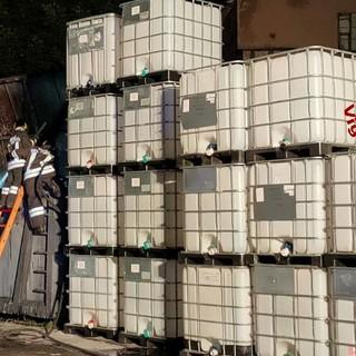 Container di una ditta di trattamento oli a fuoco a Casella, intervento dei Vigili del fuoco di Busalla