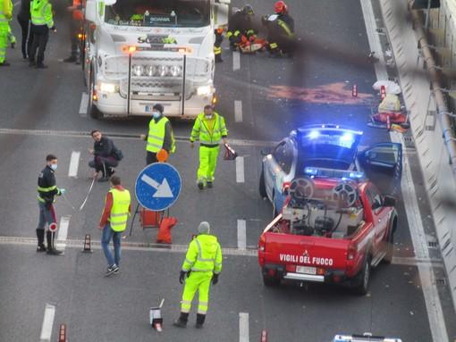 Incidente in A10 a Celle Ligure: donna di 34 anni estratta dalle lamiere della sua auto