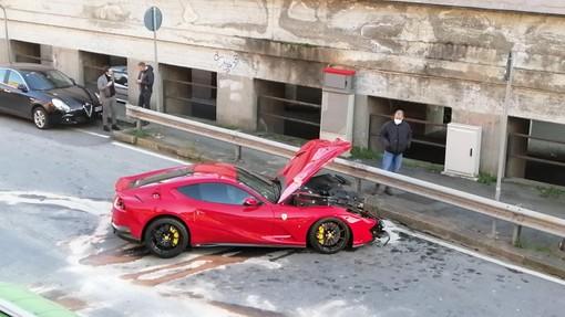 Incidente a Multedo per la Ferrari del portiere del Genoa Federico Marchetti (FOTO)