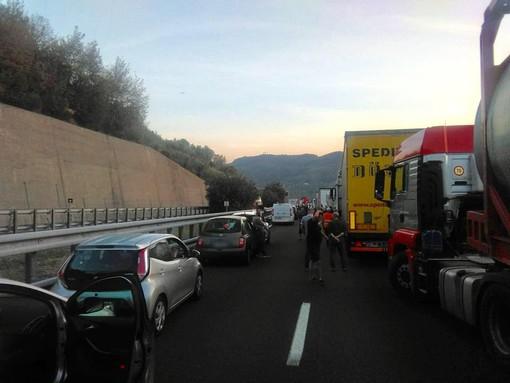 Incidente sulla A10 tra Feglino e Finale: deceduto un motociclista (FOTO e VIDEO)