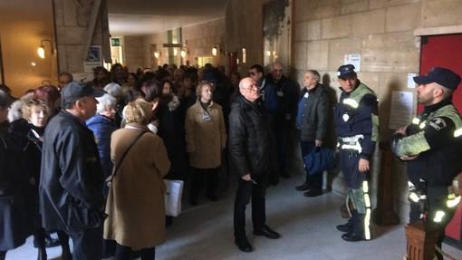 Chiusura dell'ufficio postale del Lagaccio, i cittadini in consiglio comunale per chiedere l'intervento del Comune