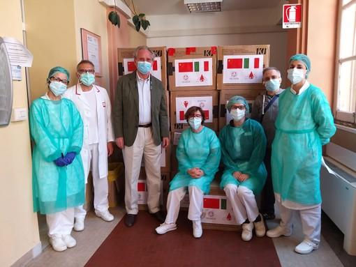 Donazione di 30.000 mascherine: continua la collaborazione tra Pechino, l'ospedale Galliera e l'associazione thalassemici