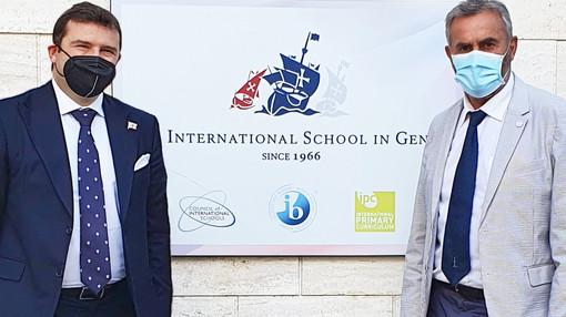 Muzio e Mascia alla cerimonia di diploma dell'International school in Genoa