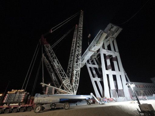 Demolizione di ponte Morandi: le immagini delle operazioni notturne sulla pila 8