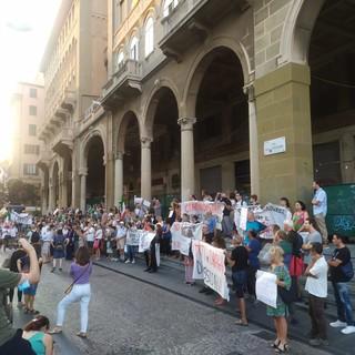 """""""No green pass"""", tre manifestazioni a Genova a partire da domani, si protesta anche per i rincari delle bollette"""