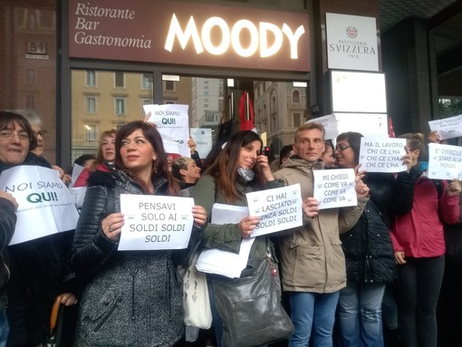 Lavoratori di Moody in piazza chiedono un tavolo di confronto alle istituzioni