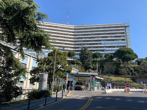 """Ospedale San Martino: """"L'ingresso in tutti i reparti ed ambulatori è presidiato per ridurre i rischi di contagio sia per i pazienti che per gli operatori"""""""