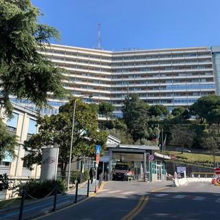 Covid-19: specializzando positivo, sospensione dei ricoveri programmati e dal Pronto Soccorso nel reparto di Oncologia Medica 1 all'ospedale San Martino
