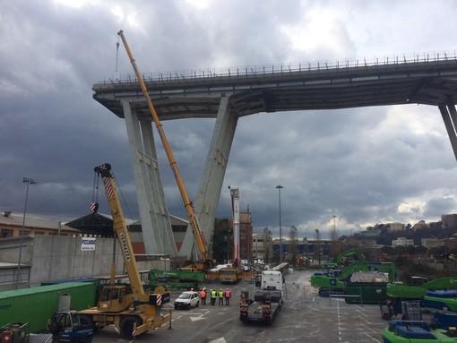 Demolizione del ponte Morandi, continuano le attività nel cantiere (FOTO e VIDEO)