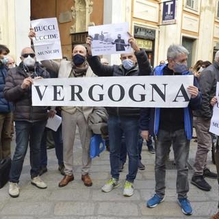 Approvata la riforma dei Municipi, ma monta la protesta davanti a Tursi (VIDEO e FOTO)