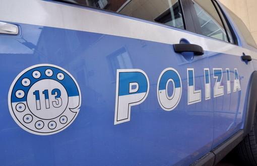 Passano con il rosso e i poliziotti trovano 140 grammi di marijuana: arrestati