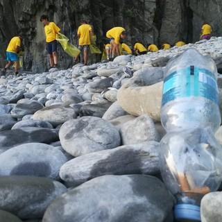 Inquinamento: per l'indagine Beach Litter 2020 di Legambiente in Liguria abbonda il polistirolo da attività di pesca