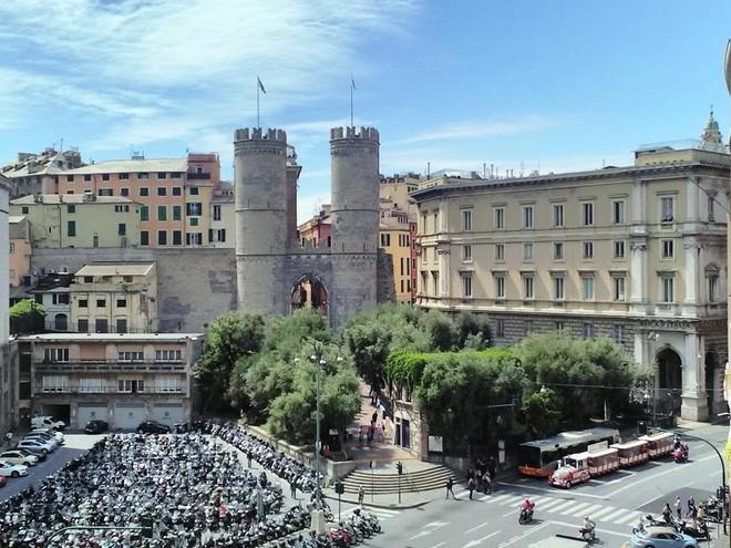 Genova e il guardiano della soglia di Porta Soprana