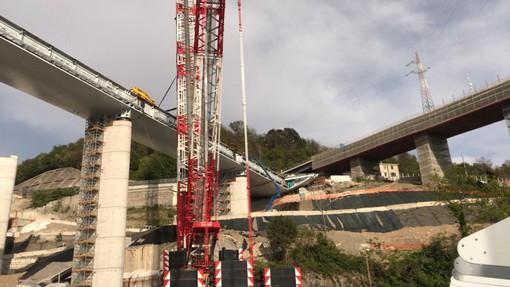 Il cantiere del nuovo ponte sul Polcevera verso gli ultimi due vari: oggi in quota nuovo impalcato (VIDEO e FOTO)