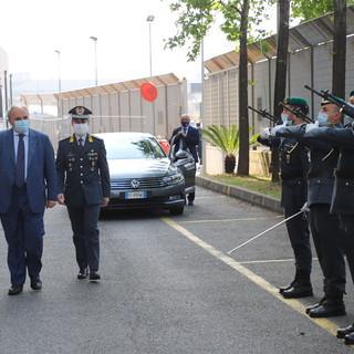 Il prefetto Franceschielli in visita alle fiamme gialle genovesi