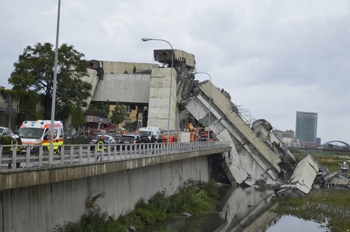 "Crollo ponte: tweet ""anomali"", indaga la Postale"