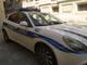 Trasporta in un trolley 354 pezzi ed etichette contraffatte: la Polizia Locale sequestra il materiale