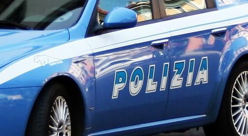 Pusher spaccia e aggredisce agenti: arrestato