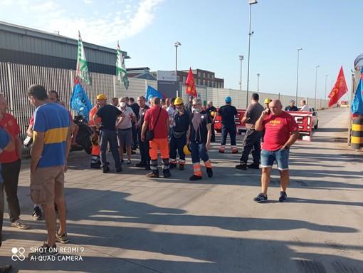 Ex Ilva: piccolo incendio nel reparto dedicato alla zincatura (FOTO)