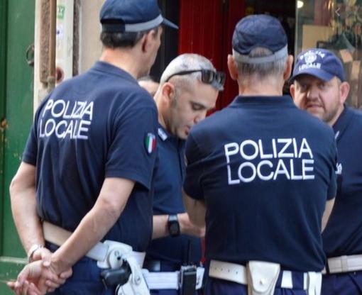 Ruba in profumeria a Portello e scappa sul bus. Arrestato dalla Polizia locale
