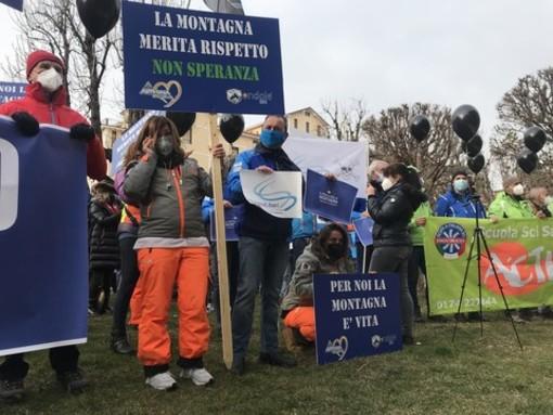 Protesta del mondo della neve a Cuneo: dalla Regione aiuti per 20,5milioni di euro