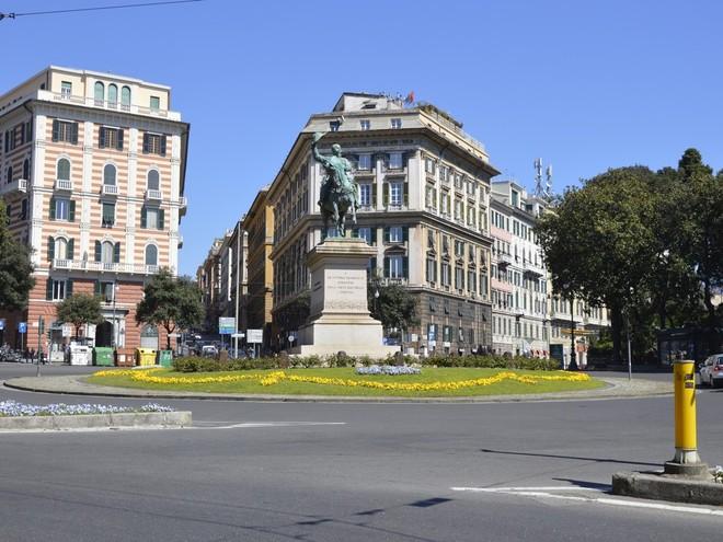 La piazza più frequentata di Genova è Corvetto