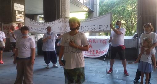 La protesta degli abitanti delle Gavette davanti al consiglio regionale lo scorso 20 luglio