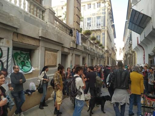 Terra di Nessuno, dopo lo sgombero attivisti davanti al Comune (FOTO e VIDEO)