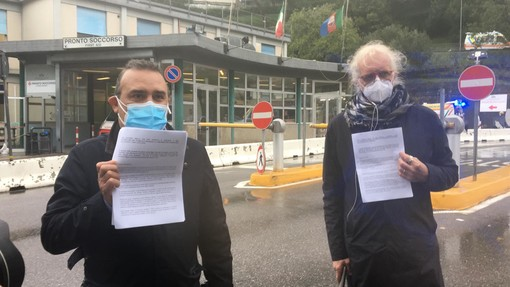 """Ospedale San Martino, iniziativa di protesta della UIL FPL per il personale infermieristico. Matteo Cascone: """"Chiediamo il modello Genova anche per la sanità"""" (VIDEO)"""