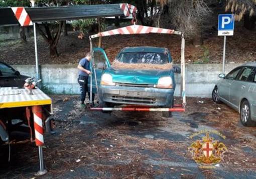 Lotta al degrado: 42 veicoli abbandonati rimossi dalla municipale