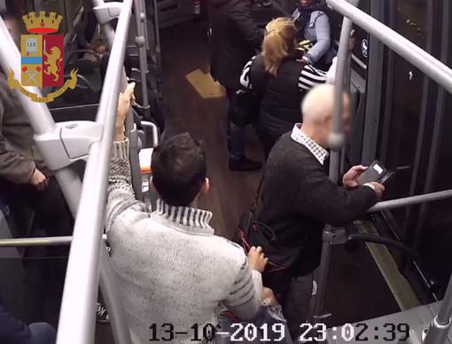 Due arresti per una rapina a bordo di mezzi pubblici