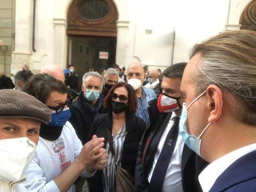 """Ristoratori in piazza, Rixi (Lega): """"Riapertura serale dove la pandemia è sotto controllo"""""""