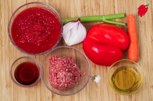 Felici e Veloci: le nuove (video)ricette di Fata Zucchina. Oggi prepariamo ragù di carne e peperone