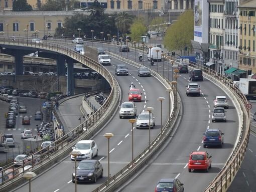 Venti di burrasca a Genova, scatta il divieto di transito per telonati, furgoni e motocicli sulla sopraelevata
