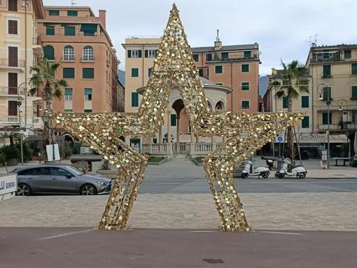 Rapallo tra tradizione e magia del Natale: La stella, il mortaletto e la caravella luminose