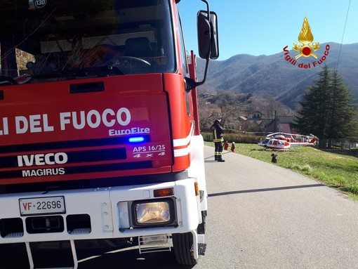 Vigili del fuoco di Genova in azione a Savignone: soccorso un uomo colpito da ictus (VIDEO)