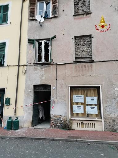 Ronco Scrivia: esplosione bombola GPL, intervento dei Vigili del fuoco di Busalla