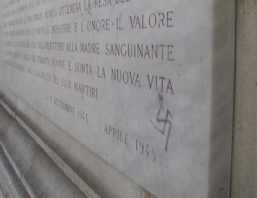 Comparsa una svastica sulla targa in memoria della resistenza sotto il Ponte Monumentale