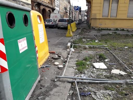 """Degrado di piazzetta dei Minolli, i cittadini chiedono interventi per l'area abbandonata: """"I privati, piuttosto che tenerla così, la donino al Comune"""""""