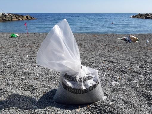 Da domani aprono le spiagge libere di Genova: accessi contingentati contro il virus grazie all'app SpiaggiaTi (VIDEO)