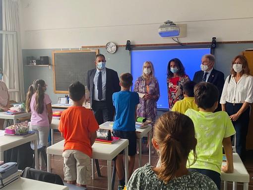 Primo giorno di scuola, visita del presidente della regione Giovanni Toti e il Sindaco Marco Bucci all'Istituto Comprensivo Terralba di Genova