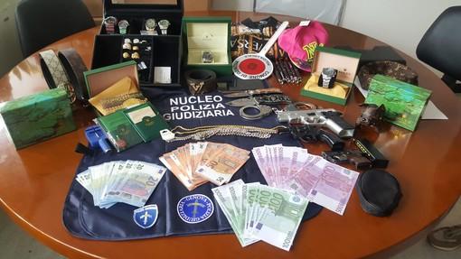Sedicenne genovese avvia commercio di prodotti contraffatti su Instagram. Sequestri e denuncia della Polizia Locale