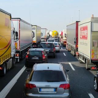 Autostrade: traffico in rallentamento per lavori in corso sulla A10