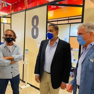 Vaccini, visita del presidente di Regione Liguria Giovanni Toti al nuovo hub di Asl3, presso la Sala Chiamata della Culmv a Genova