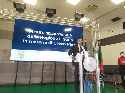 """Green pass, Toti firma un'ordinanza: """"Tampone gratuito per chi ha fatto la prima dose"""" (VIDEO)"""