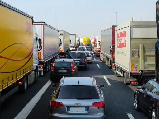 Autostrade: coda per traffico intenso sulla A26 al Bivio A7/A12 Genova-Livorno in direzione di Genova